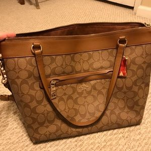 Steal of a deal 🔥Authentic coach Tyler tote